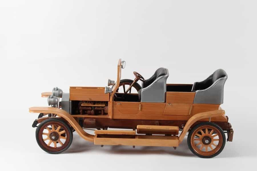 <h4>Second:</h4><h2> Des Kendrick</h2><h5> 1907 Rolls Royce</h5>