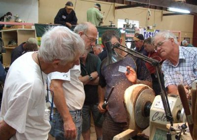Scampy, Geoff Addison debate the best way to approach a natural edge piece